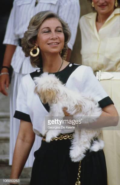 Донья София Греческая и Датская (София Маргарита Виктория Федерика Шлезвиг-Гольштейн-Зондербург-Глюксбург, род. 2 ноября 1938, Афины, Греция) — королева-консорт Испании (1975—2014), супруга короля Испании Хуана Карлоса I.