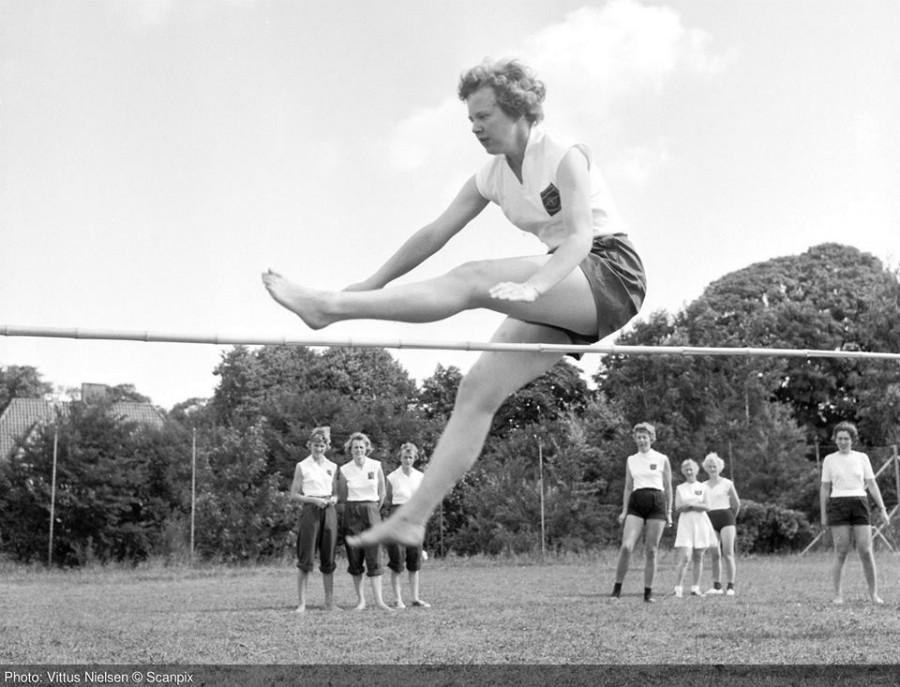 1959 год.Тогда еще принцесса Маргрете на соревнованиях по прыжкам в высоту берет планку в 1,15 м.
