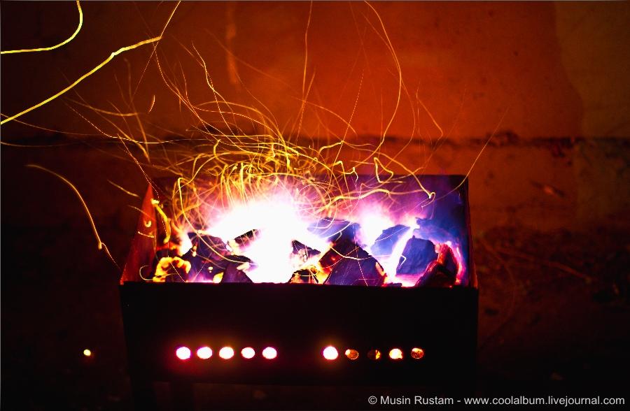 Огонь в ночи (мангал, шашлык)