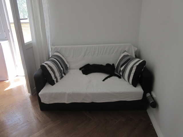 маруся и диванчик