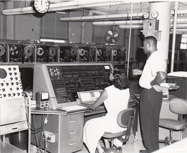 Univac_I_at_Census_Bureau_with_two_operators