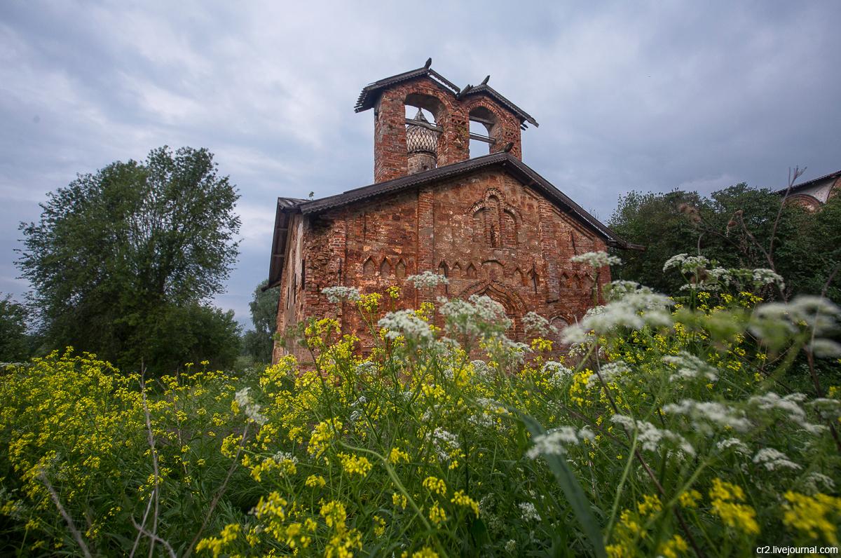 Великий Новгород. Бывший Воскресенский монастырь на Мячине