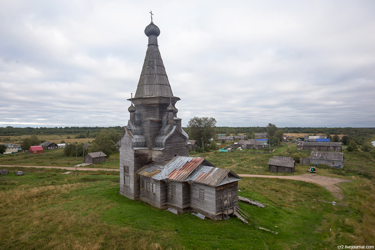 Архангельская область. Церковь в деревне Пияла - самая высокая деревянная церковь в России