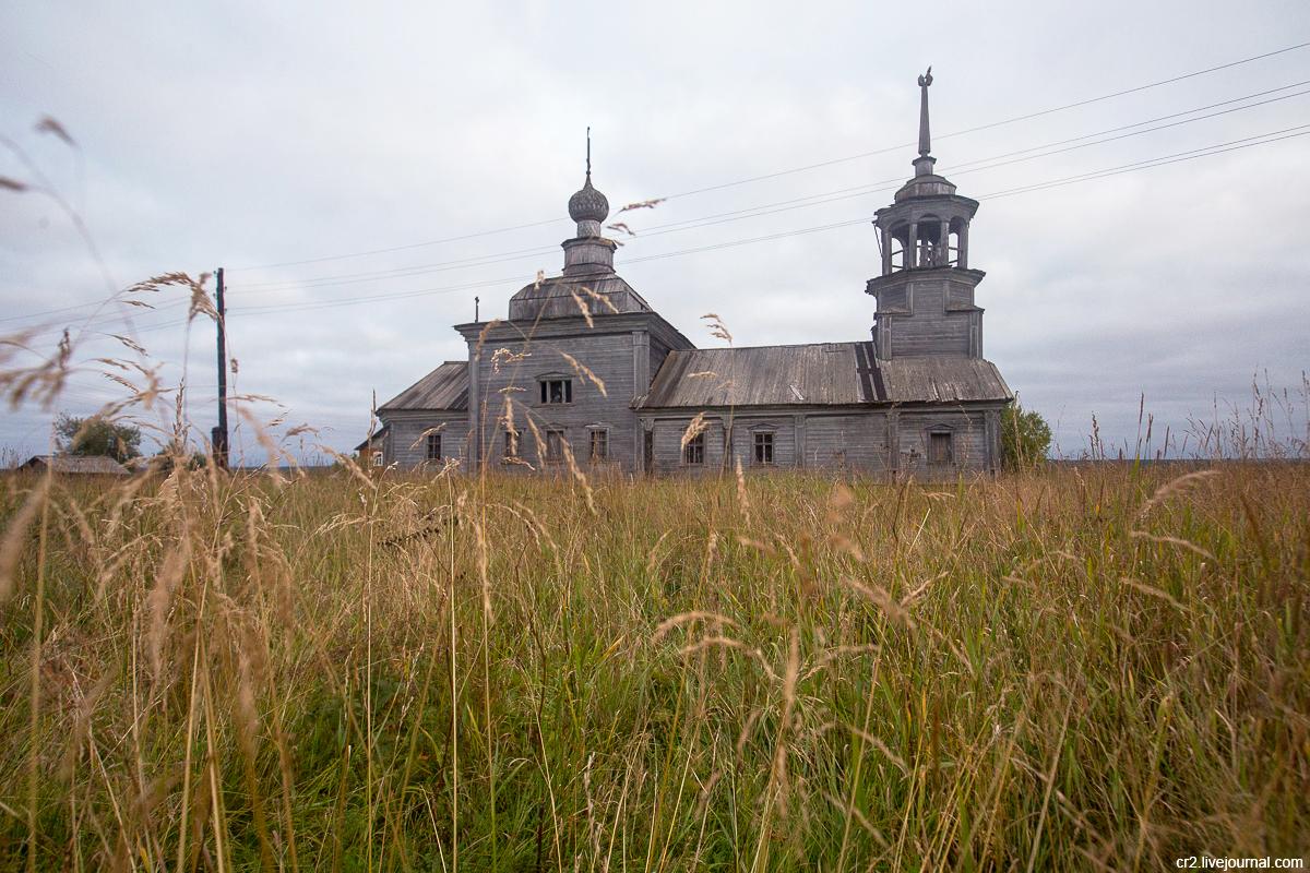 Архангельская область. Сырья. На месте бывшего монастыря
