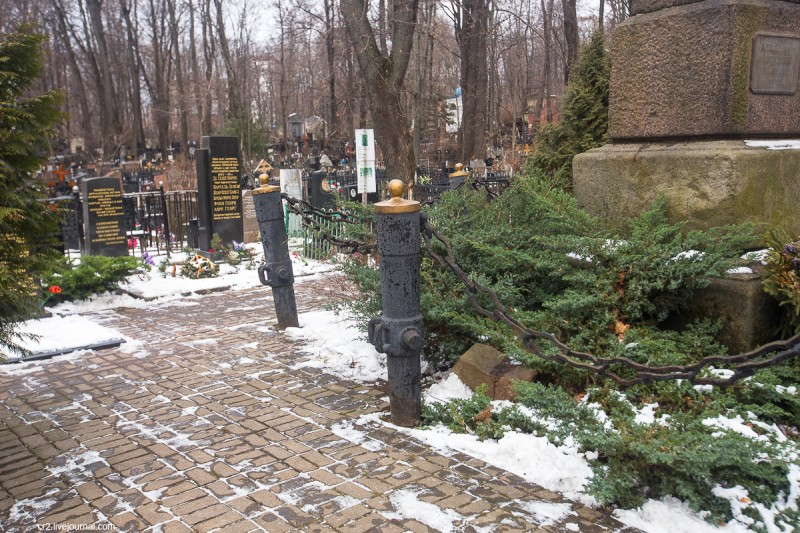 """Зачем носят салат """"Оливье"""" на Введенское кладбище? Москва,прогулки"""