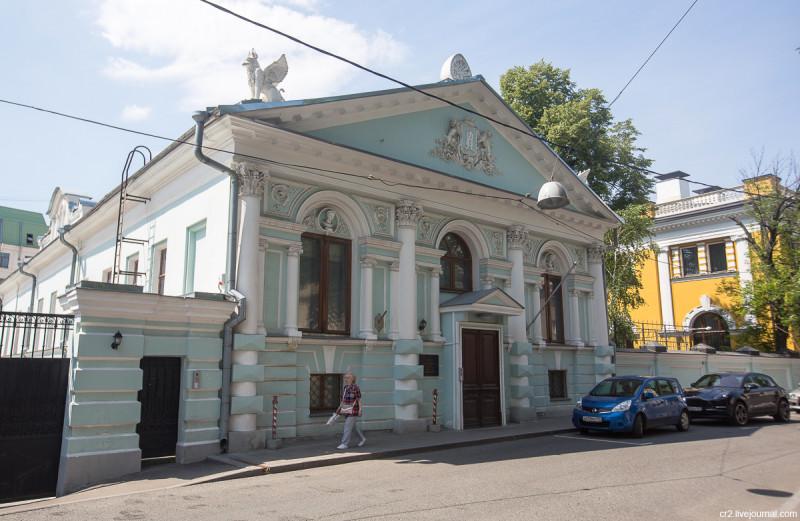 Усадьба Наумовых-Олениных-Думновых в Малом Кисловском переулке. Москва