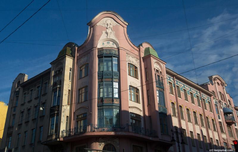 """Доходный дом Бадаева с """"печальным ангелом"""". Санкт-Петербург"""