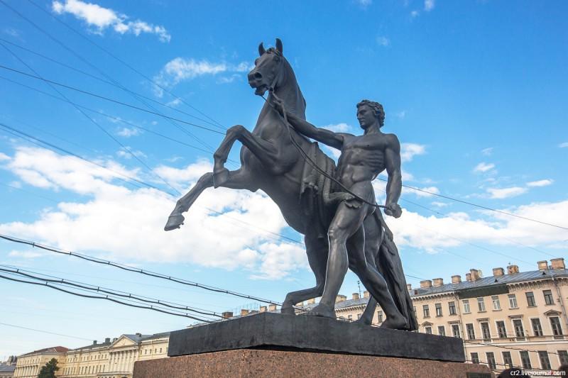 Одна из конных скульптур на Аничковом мосту. Санкт-Петербург