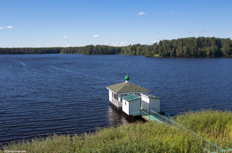 Рощинское озеро у Александро-Свирского монастыря. Ленинградская область