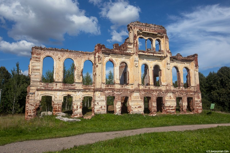 Руины усадьбы в Знаменском - памятник Ржевской битве. Ржевский район, Тверская область