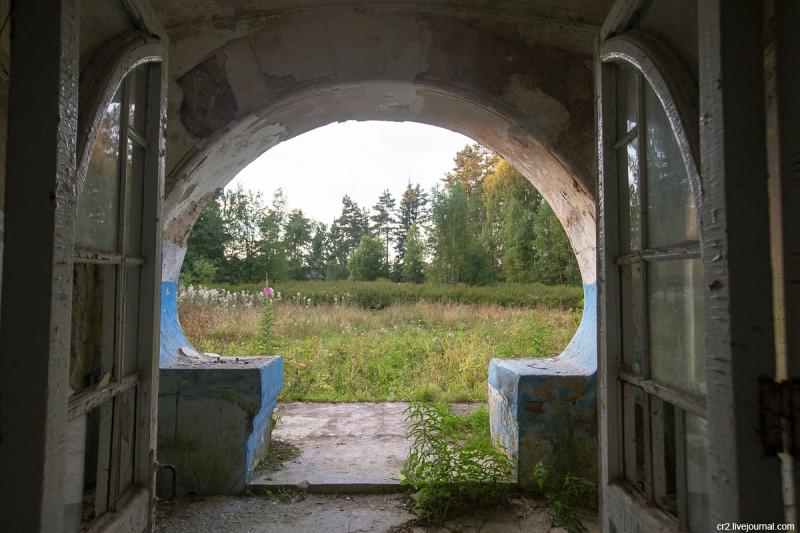 Заброшенная усадьба Матренино, двери парадного входа. Нелидовский городской округ, Тверская область