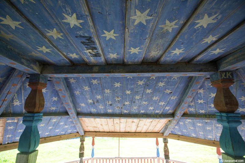 Расписное крыльцо храма Богоявления. Столетовская (Лядины), Архангельская область