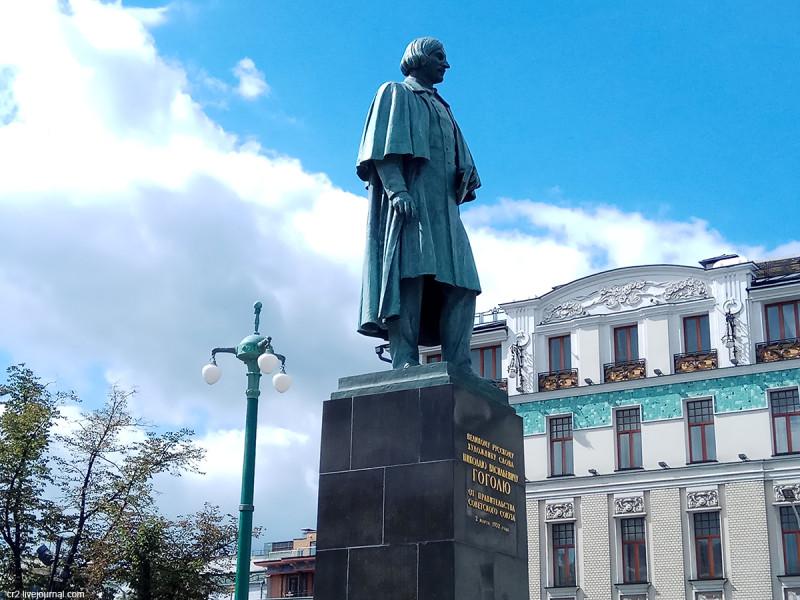 """Второй, он же""""весёлый"""", памятник Николая Гоголю. Постамент. Москва, Гоголевский бульвар"""