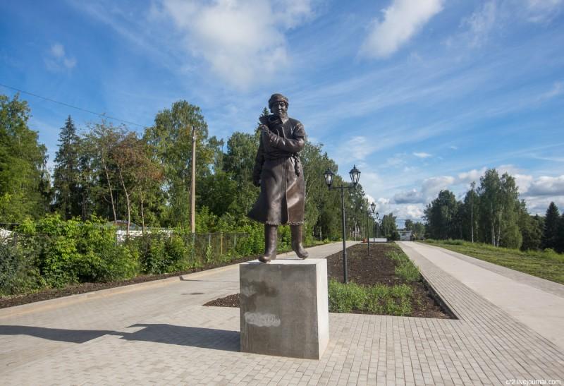 Памятник Михаилу Ломоносову. Вельск, Архангельская область