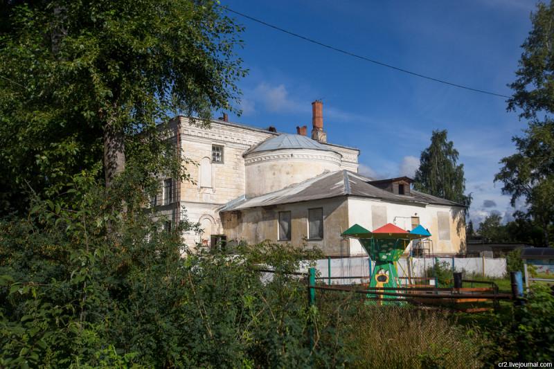 Преображенский собор, перестроенный под Дом культуры. Вельск, Архангельская область