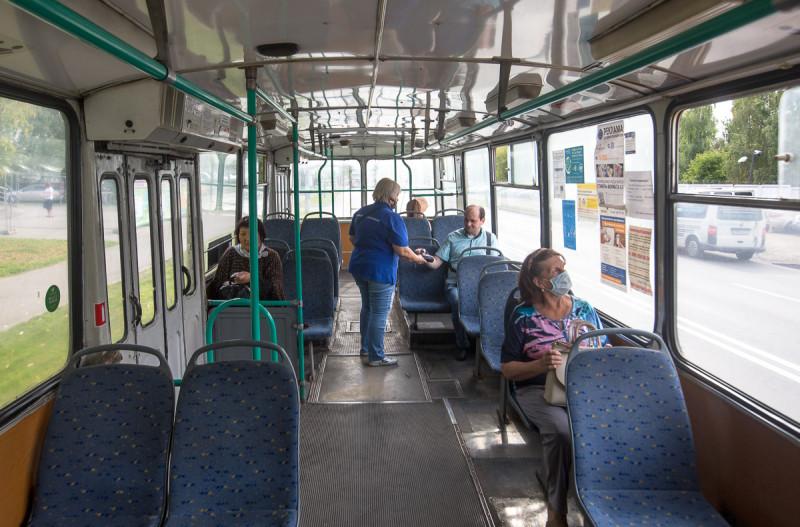 Кондуктор в Химкинском троллейбусе.
