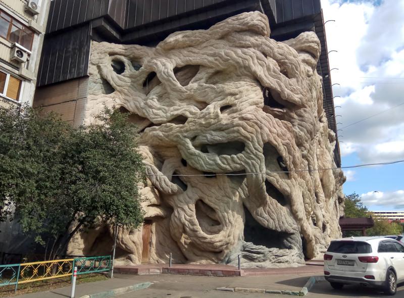 """Одно из самых необычных зданий, в которых располагается магазин """"Пятёрочка"""". Москва. Фото автора"""