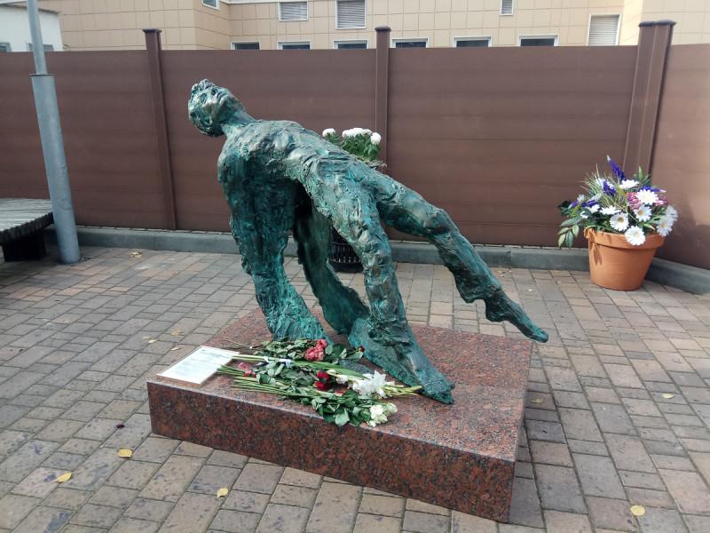 Новый памятник Есенину во дворе музея поэта. Москва. Фото автора поста