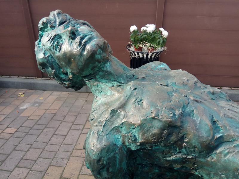 Новый памятник Есенину во дворе музея поэта. Москва. Фото автора статьи