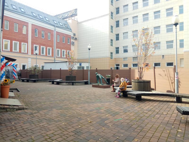 Двор музея Есенина и новый памятник поэту. Москва. Фото автора поста