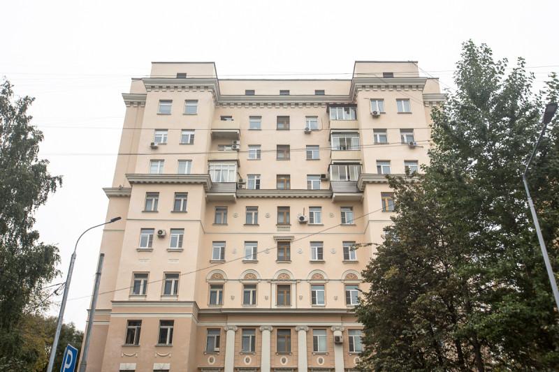 Дом трёх эпох. Москва. Верхние, надстроенные в разные годы, этажи. Фото автора статьи