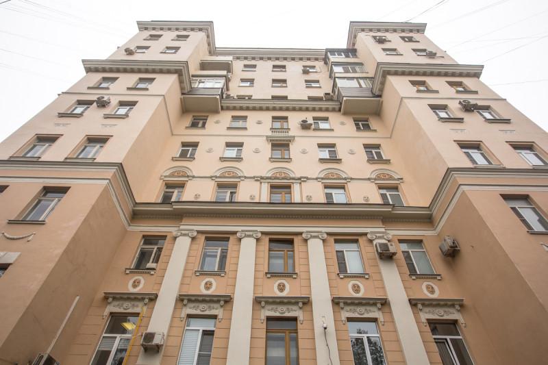 Дом трёх эпох. Москва. Нижние 3 этажа 18-го века, 4-й этаж начала 20-го и остальные - ещё более поздние настройки. Фото автора статьи