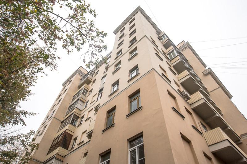 Дом трёх эпох. Москва. Верхние этажи, надстроенные в разные годы 20-го века. Фото автора статьи