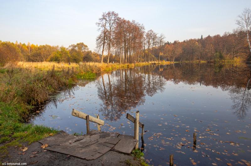 Парк усадьбы Середниково, пруд. Московская область