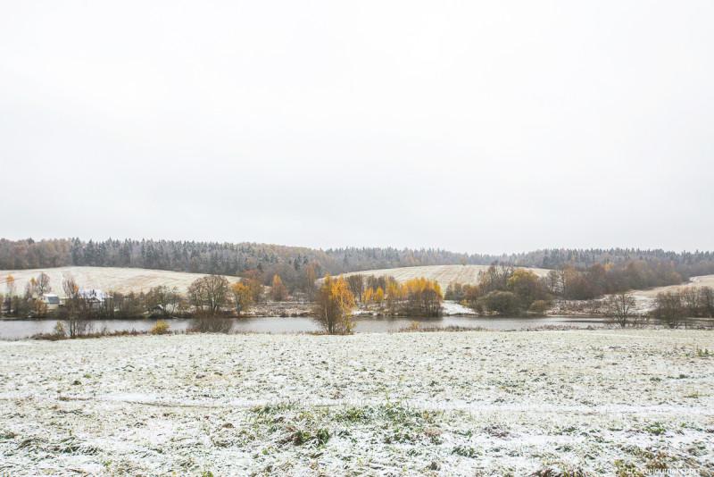 Окрестности усадьбы Мураново, первый снег. Московская область