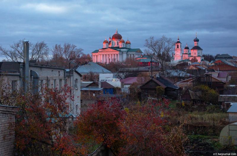 Воскресенский собор и Николаевский монастырь (справа). Арзамас, Нижегородская область