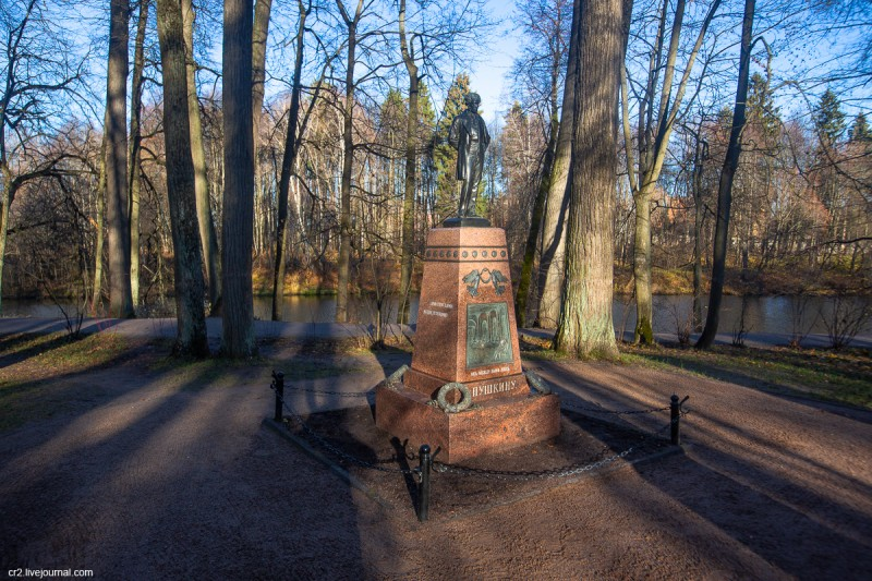 Памятник Пушкину в усадьбе Остафьево. Новая Москва