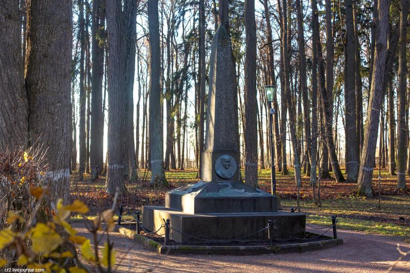 Памятник поэту Василию Жуковскому в усадьбе Остафьево. Новая Москва