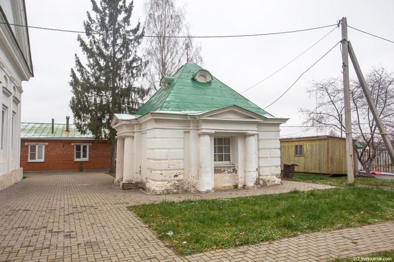 Усыпальница Салтыковых при Воскресенской церкви. Молоди, Московская область