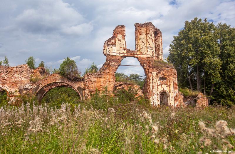 Сретенская церковь в урочище Воробьёво - настоящий свидетель Ржевской битвы. Тверская область, окрестности Ржева
