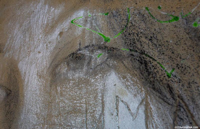 Рисунки в заброшенном пионерском лагере в Подмосковье. Детали