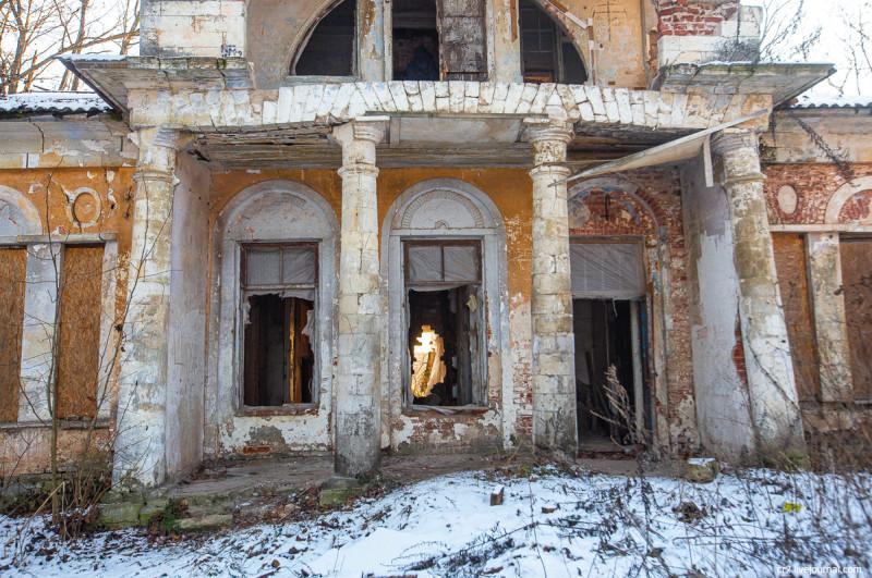 Главный дом усадьбы Ляхово, детали. Московская область