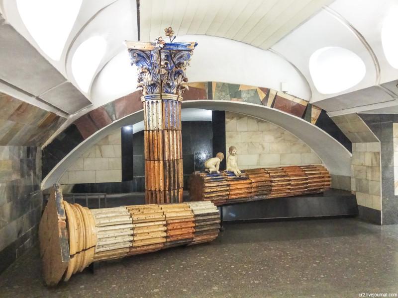 Фонтан на станции метро Римская - единственный фонтан в московском метро