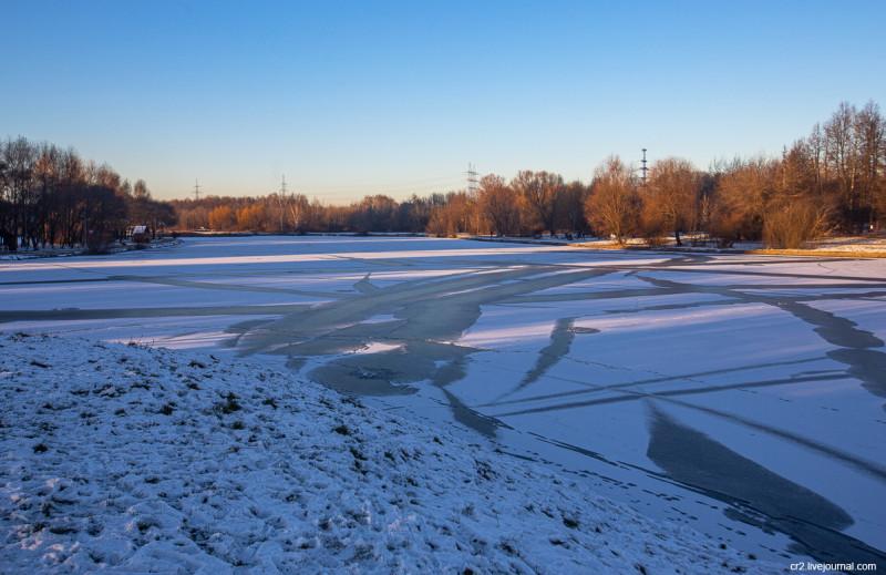 Пруд на речке Самотёке в усадьбе Алтуфьево. Москва