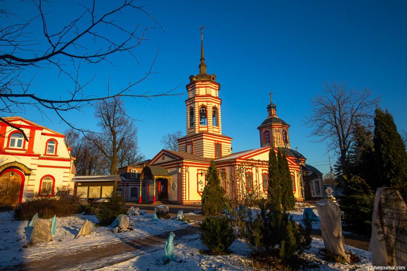 Крестовоздвиженская церковь в усадьбе Алтуфьево. Москва