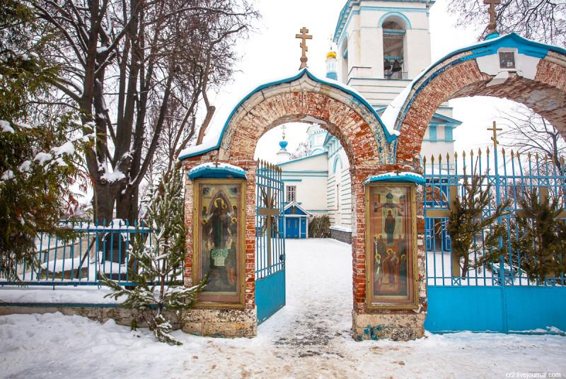Храм Рождества Христова в Беседах (Московская область). Ворота