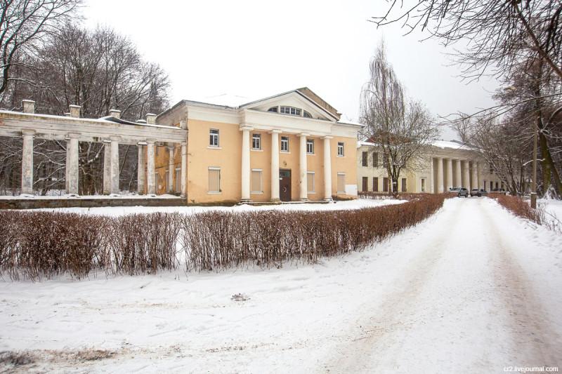 Усадьба Пехра-Яковлевское, западный флигель. Московская область