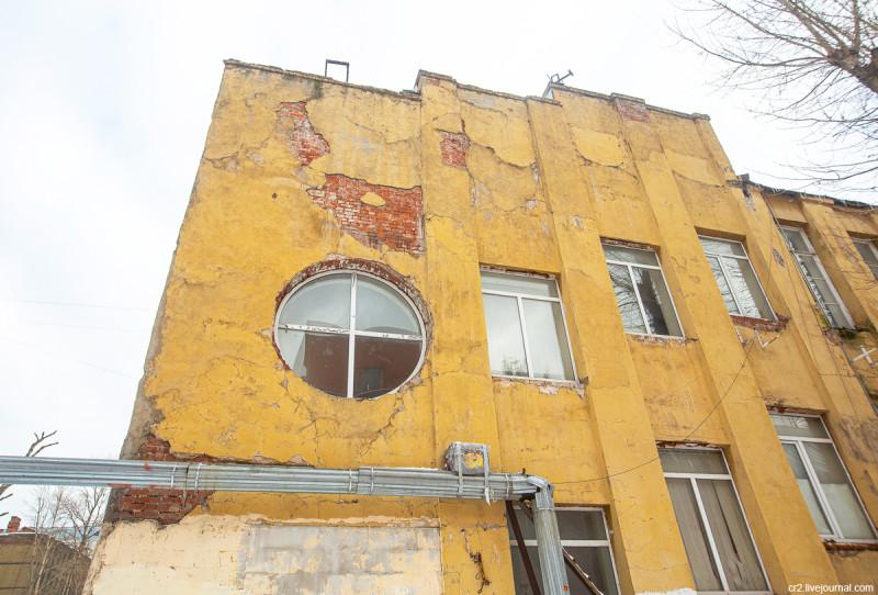 Бывшая контора Новосухаревского рынка (детали) - самое ранее из сохранившихся творений знаменитого архитектора Мельникова. Москва