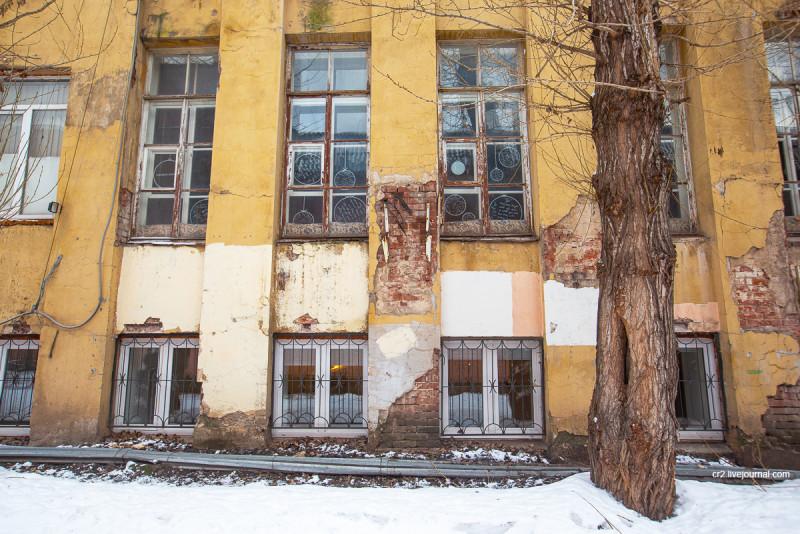 Бывшая контора Новосухаревского рынка - самое ранее из сохранившихся творений знаменитого архитектора Мельникова. Москва