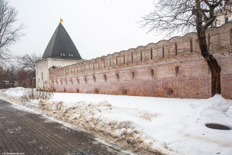 Стены и башни бывшего Спасо-Андроникова монастыря. Москва