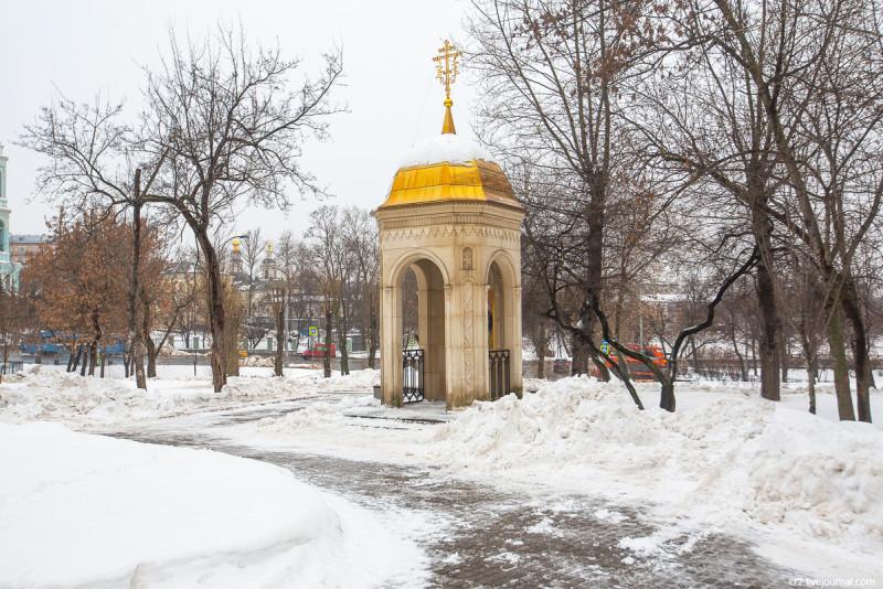 Троицкая часовня перед бывшим Спасо-Андрониковым монастырём. Москва