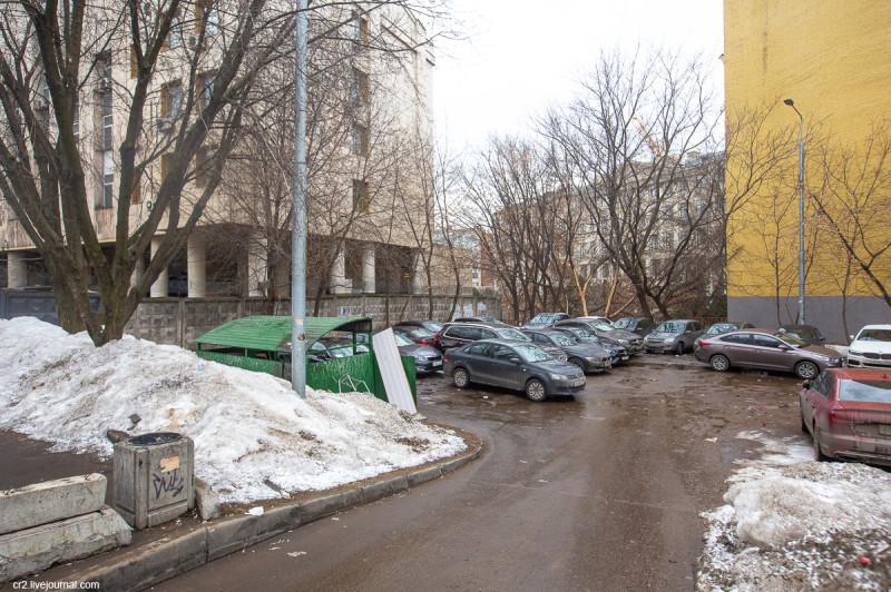 Двор на улице Солянка, где стоял храм, на территории которого в 17 веке произошёл полтергейст. Москва