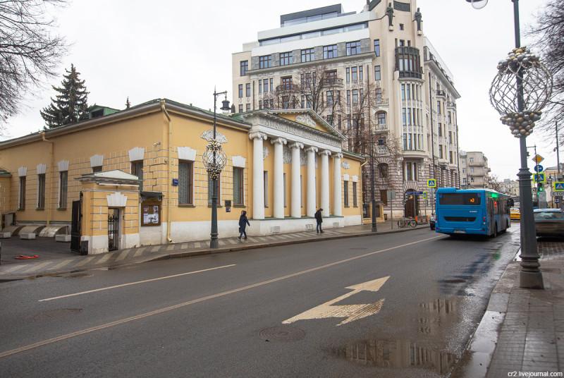 Бывшая усадьба Лопухиных-Станицких на Пречистенке, ныне Государственный музей Льва Толстого. Москва