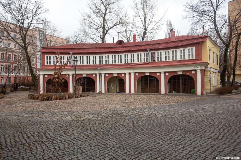 Поливановские конюшни и колоритный дворик на Пречистенке. Москва