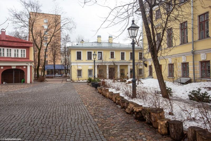 Поливановские конюшни, флигель бывшей усадьбы и колоритный дворик на Пречистенке. Москва