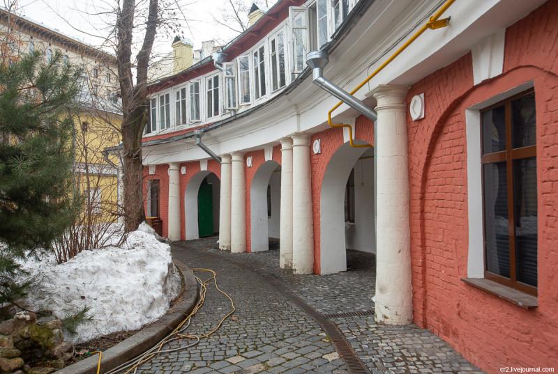 Поливановские конюшни на Пречистенке. Москва